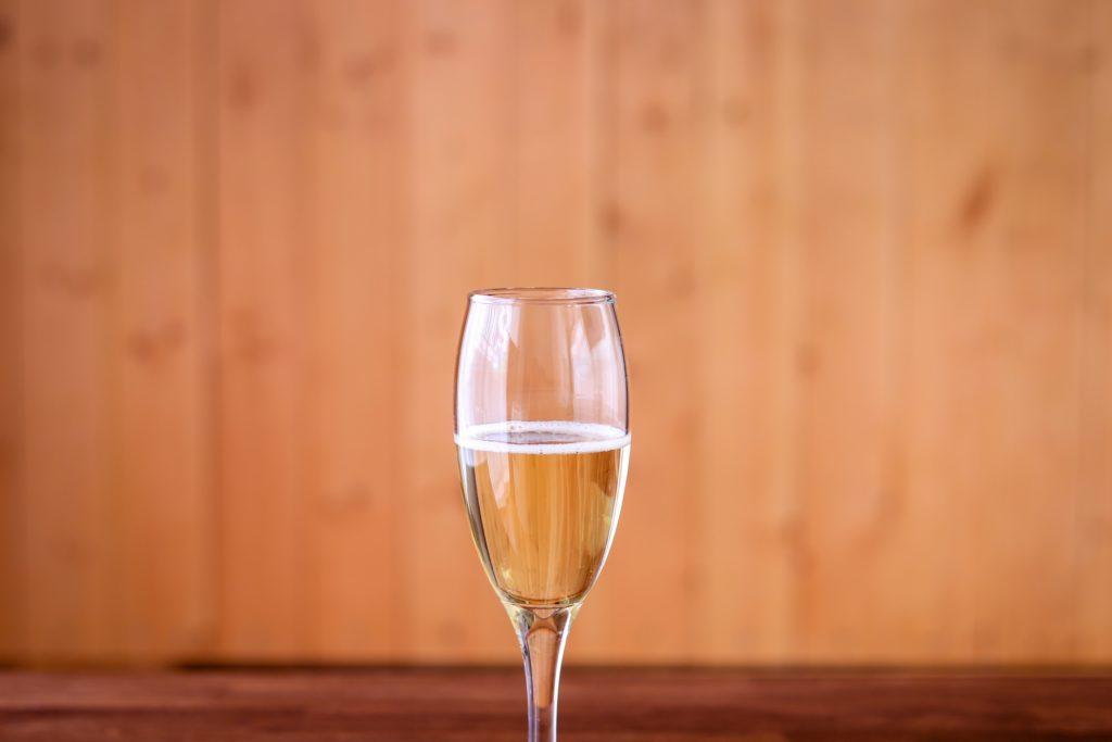グラスに入ったシャンパン