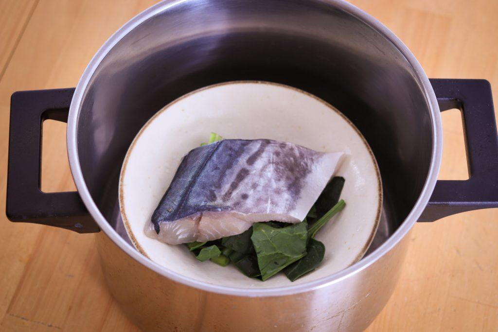 鍋とボウルを使った蒸し器