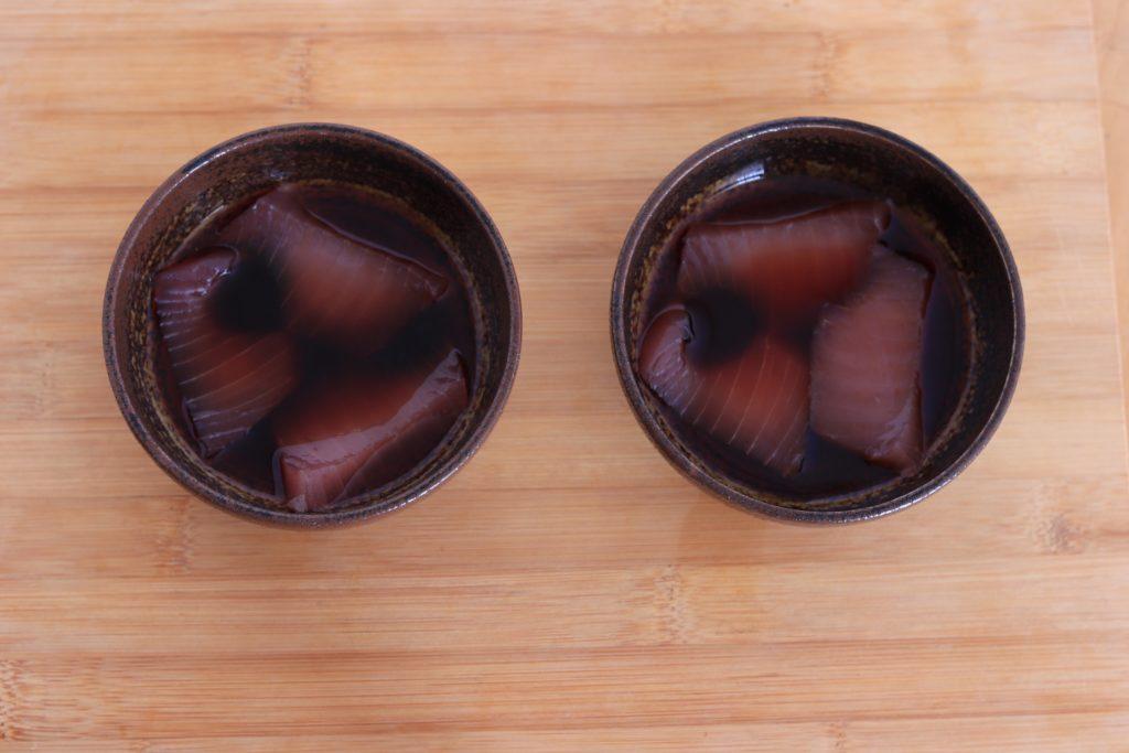 2種類のタレに漬けたキハダマグロ