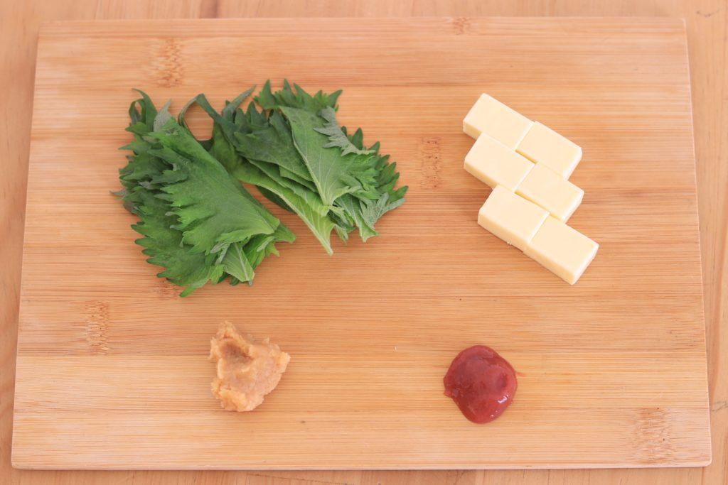 チーズや大葉などの材料