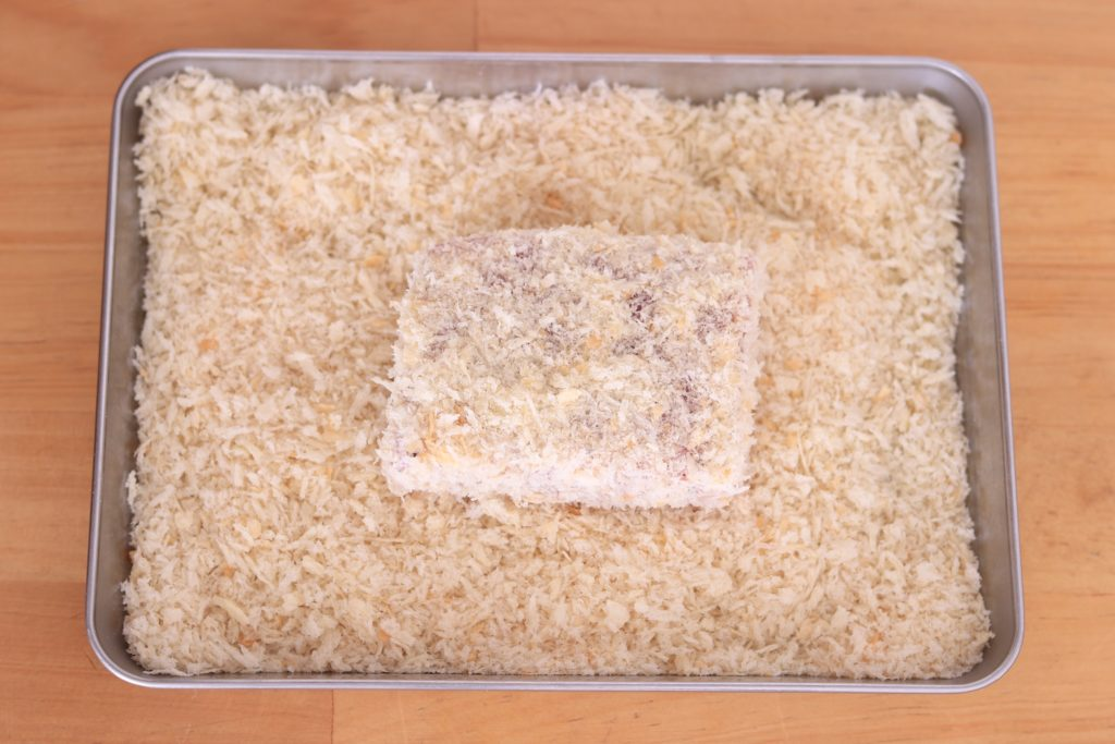 パン粉をつけたマグロ